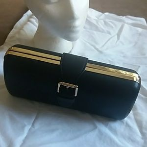 Black box clutch with snap buckle closure
